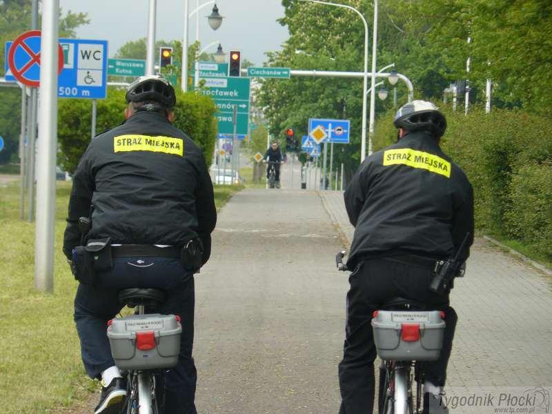 Wiadomości, Strażnicy miejscy rowerach - zdjęcie, fotografia