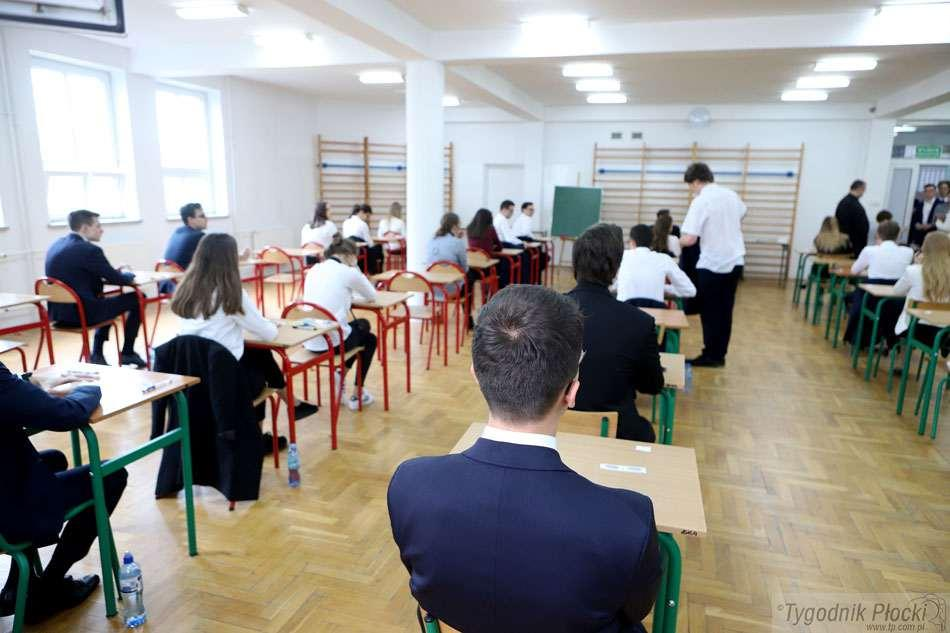 Kronika kryminalna , Alarmy bombowe płockich szkołach - zdjęcie, fotografia