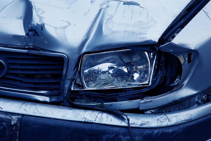 Wypadki drogowe, Wypadek kradzież katalizatora - zdjęcie, fotografia