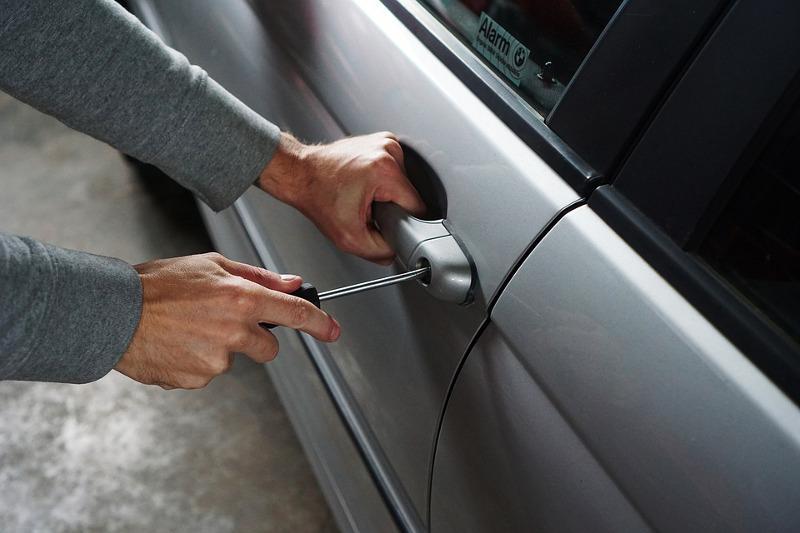 Aktualności, Włamanie samochodu zatrzymane prawa jazdy - zdjęcie, fotografia