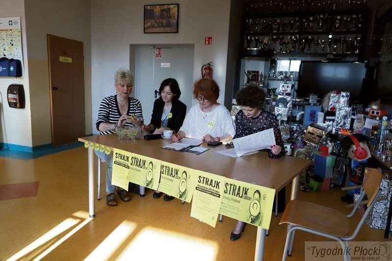 Edukacja - szkoły , Strajkują nauczyciele - zdjęcie, fotografia