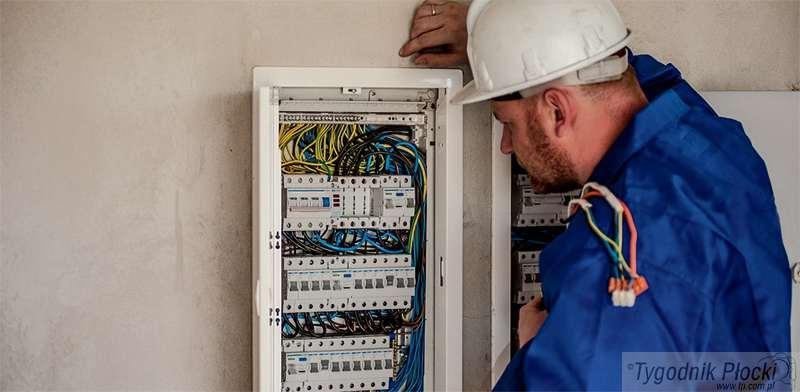 Temat numeru, Oszukiwali seniorów nakłaniając podpisania umów telekomunikacyjnych dostaw prądu - zdjęcie, fotografia