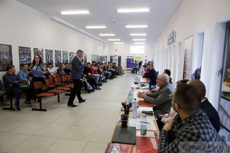 Edukacja - szkoły , szukają płoccy przedsiębiorcy - zdjęcie, fotografia