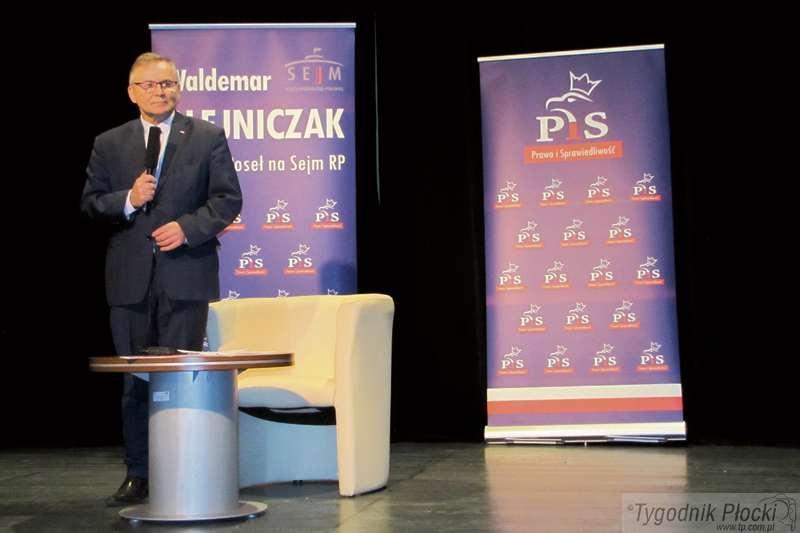 Sierpc - powiat sierpecki, Poseł Olejniczak piątce remoncie dworca Sierpcu - zdjęcie, fotografia