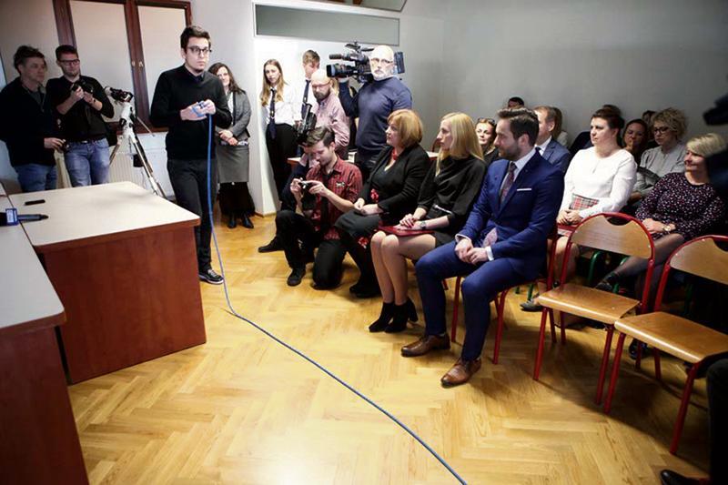Edukacja - szkoły , Nowoczesny sprzęt ORLENU - zdjęcie, fotografia