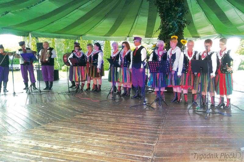 """Wokół Nas, Festiwal Amatorskich Zespołów """"Mikrofon Seniora"""" - zdjęcie, fotografia"""
