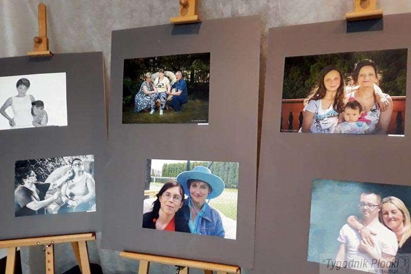 Wystawy, Portret rodzinny uśmiechem - zdjęcie, fotografia