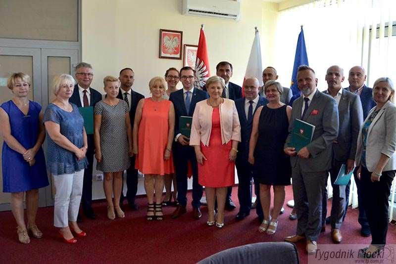 Aktualności, Urząd Marszałkowski podpisał umowy samorządowcami - zdjęcie, fotografia