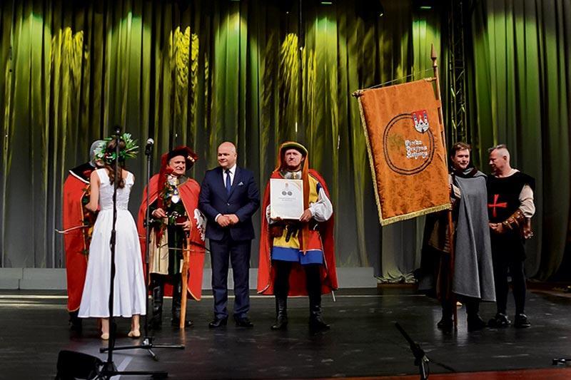 """Aktualności, Medal """"Laude Probus"""" kuszników autorki - zdjęcie, fotografia"""