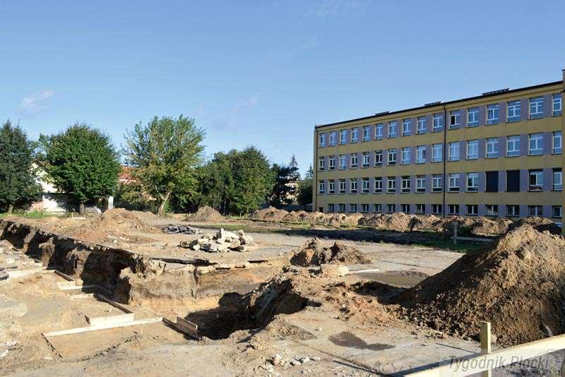 Sierpc - powiat sierpecki, Czekają halę sportową - zdjęcie, fotografia
