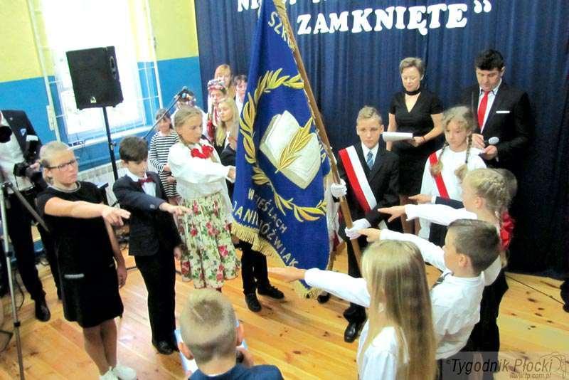 Płock - powiat płocki, Uroczystość Szkole Podstawowej Cieślach - zdjęcie, fotografia