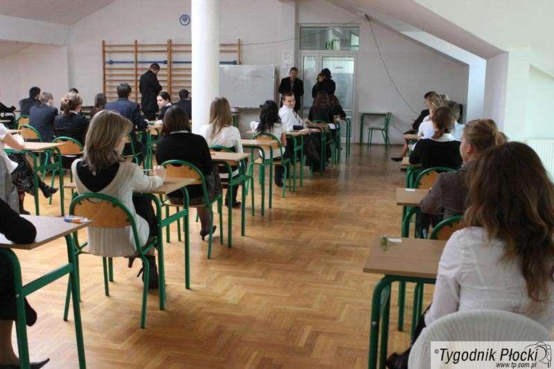 Edukacja - szkoły , Płocku poprawiało maturę osób - zdjęcie, fotografia
