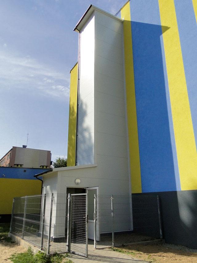 Inwestycje, winda wyremontowany parter - zdjęcie, fotografia