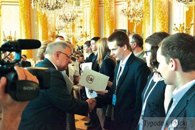 Aktualności, Medal wiedzę historyczną - zdjęcie, fotografia