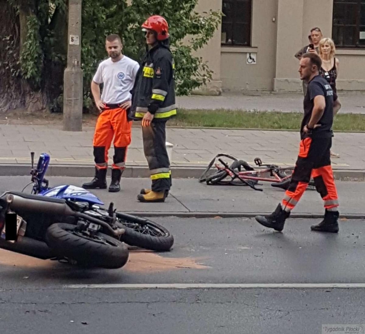 Wypadki drogowe, Pijany rowerzysta wpadł motocykl (AKTUALIZACJA) - zdjęcie, fotografia
