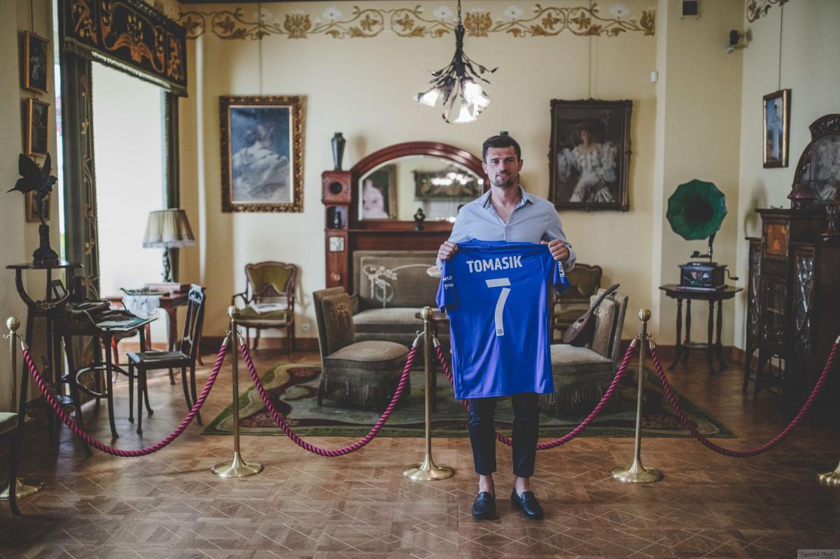 Piłka nożna, Piotr Tomasik przychodzi Łasicki odchodzi - zdjęcie, fotografia