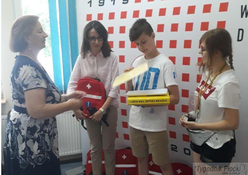 Wiadomości, Uczniowie przynieśli tysiące sztuk monet płockiego - zdjęcie, fotografia