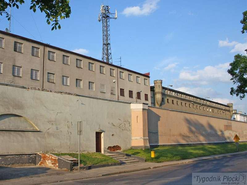 Temat numeru, Miasto więziennym murem - zdjęcie, fotografia
