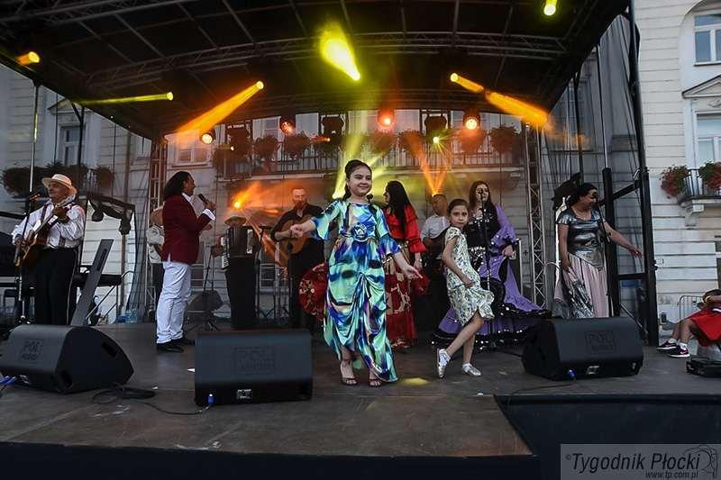Zdjęcia, Muzyka Romów rozbrzmiała Starym Rynku [ZDJĘCIA] - zdjęcie, fotografia
