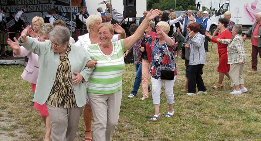 Aktualności, bawią tylko seniorzy - zdjęcie, fotografia