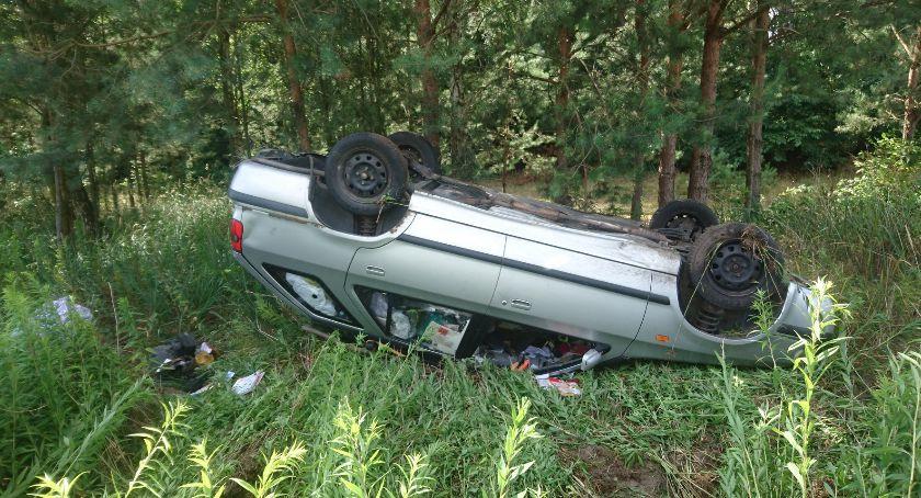 Wypadki drogowe, Dachowanie szutrze - zdjęcie, fotografia