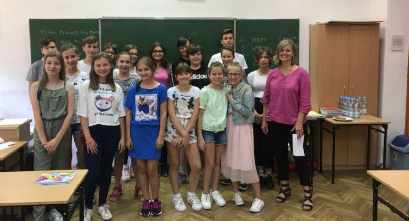 Edukacja - szkoły , wakacje Jagiellonce uczyło ponad osób - zdjęcie, fotografia