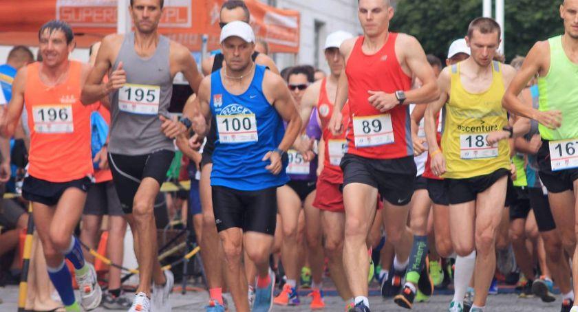 Lekkoatletyka, biegaczy pobiegnie sobotę ulicami miasta - zdjęcie, fotografia