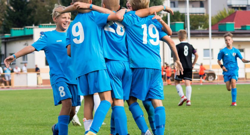 Piłka nożna, zespołów ośmiu krajów zagra czterech stadionach - zdjęcie, fotografia