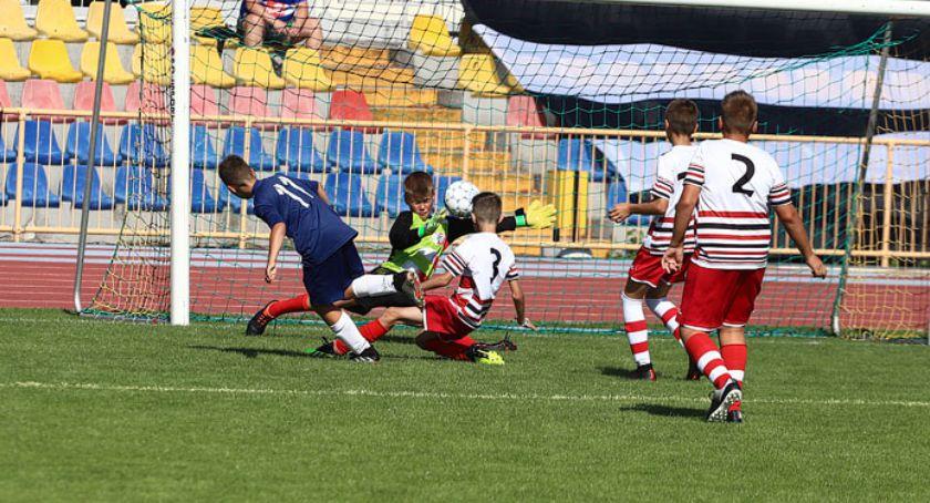 1200 młodych piłkarzy gra na czterech stadionach