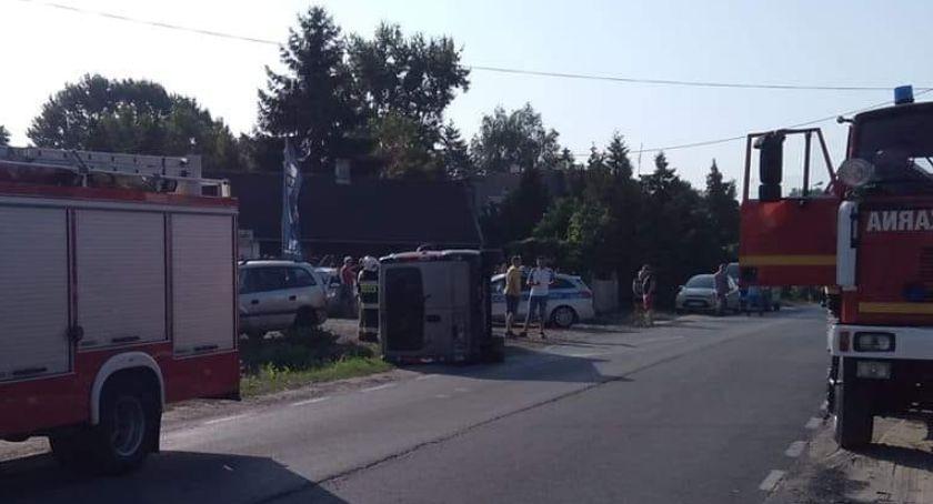 Wypadki drogowe, Staranowane latarnie samochody Feralny wtorek drogach - zdjęcie, fotografia