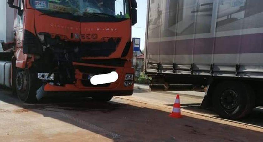 Wypadki drogowe, Niebezpieczny wyciek zablokował trasę - zdjęcie, fotografia