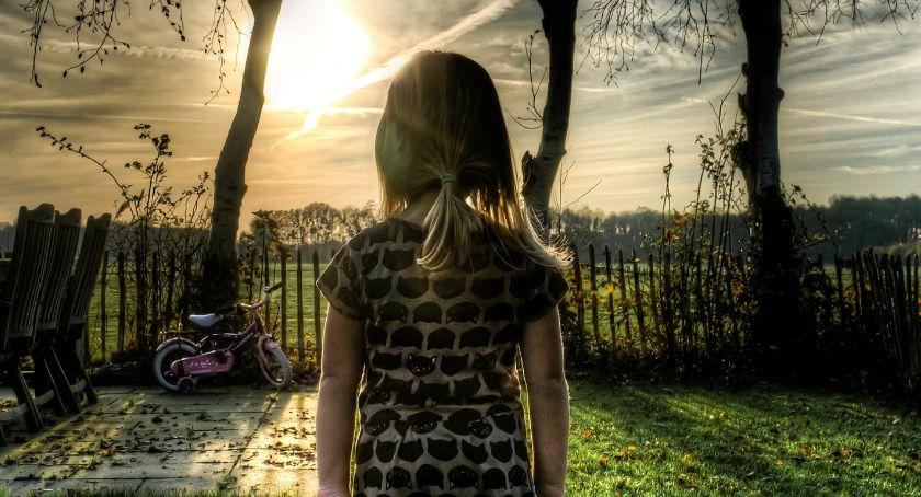 Instytucje, Zajęcia dodatkowe dzieci przesadzić - zdjęcie, fotografia