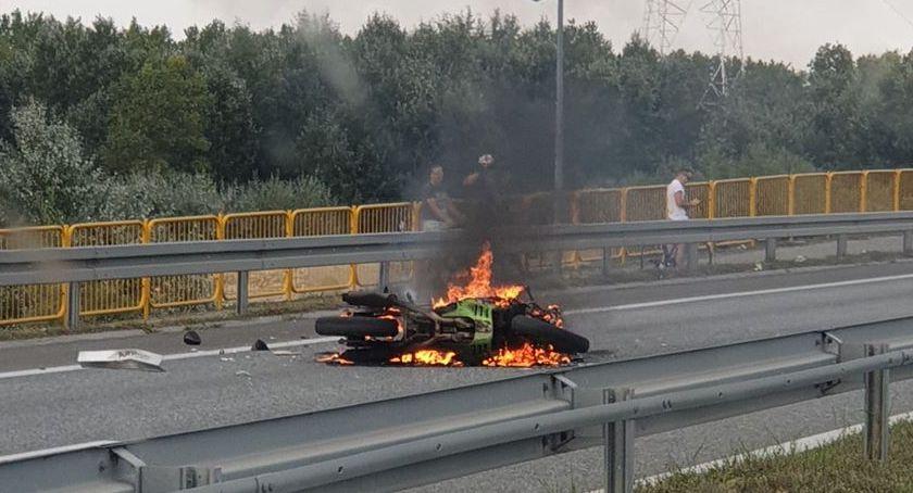 Wypadki drogowe, Płonie motocykl moście Solidarności - zdjęcie, fotografia