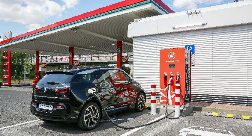 Orlen, Ładowarki samochodów paliwa alternatywne - zdjęcie, fotografia