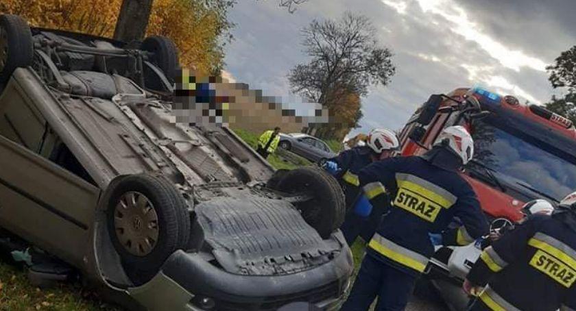 Wypadek, Dachowanie stłuczka samochodowa pasażerami - zdjęcie, fotografia
