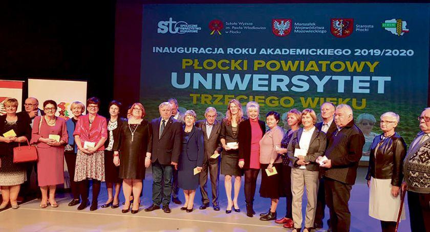 Edukacja - szkoły , Uniwersytet Trzeciego Wieku studentów także Rogozinie - zdjęcie, fotografia