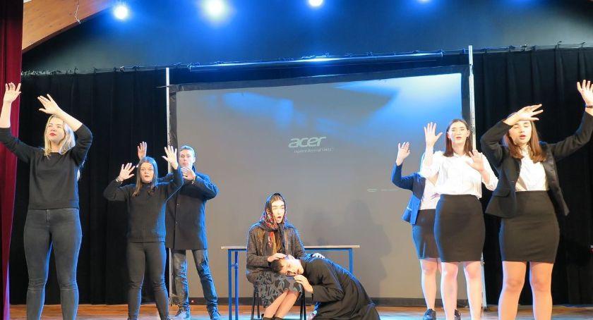 Edukacja - szkoły , Sukces sierpeckich aktorów Najpiękniej opowiedzieli księdzu Popiełuszce - zdjęcie, fotografia
