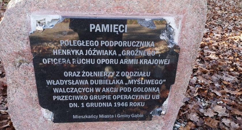 Wokół Nas, Zdewastowali tablicę upamiętniającą polskiego bohatera - zdjęcie, fotografia