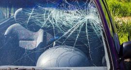 Uszkodzony samochód przy ul. Konopnickiej