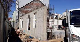 Trwa przebudowa budynku na potrzeby Mediateki