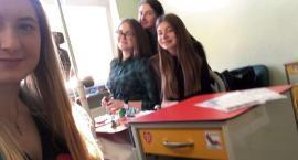 Dziewczyny z Małachowianki  pomagają uśmiechem