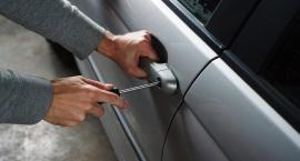 Włamanie do samochodu i zatrzymane prawa jazdy