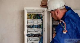 Oszukiwali seniorów, nakłaniając do podpisania umów telekomunikacyjnych i dostaw prądu