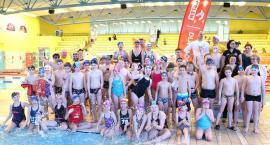 Jak Paweł Korzeniowski uczył dzieci pływać [ZDJĘCIA]