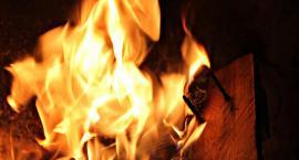 Policjant wyniósł mężczyznę z płonącego domu