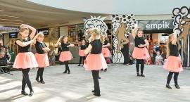 Młodzi tancerze na scenie. Dzień Tańca w Płocku [ZDJĘCIA]