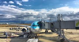 Jakim środkiem transportu dostać się na lotnisko?