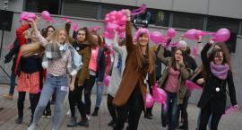Taneczny protest przeciwko przemocy wobec dziewcząt i kobiet
