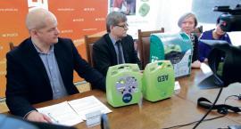 Jest dziewięć nowych defibrylatorów