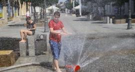 Kurtyny wodne i deszczownice na płockich ulicach